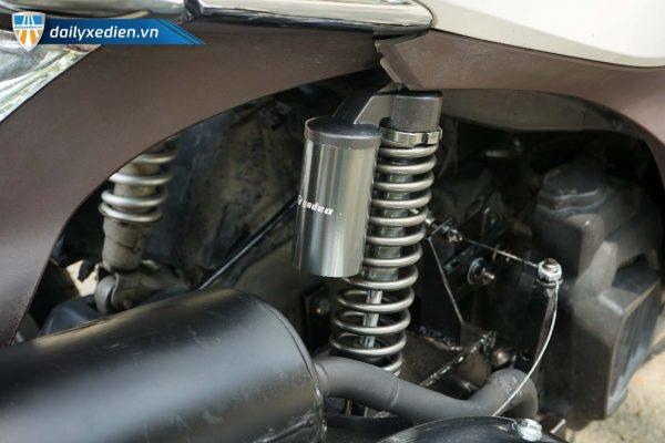 xe ba banh sh mode trang ct 14 600x400 - Xe máy ba bánh chế SH mode Việt Nhật
